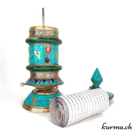 Kûrma votre boutique d'artisanat en ligne, vous propose des moulins à prières tibétains en vente en ligne. Des moulins de qualités importer par nos soins depuis le Népal. Chacun d'entre eux contient le mantra om mani padme hum, Le mantra de paix et de compassion.