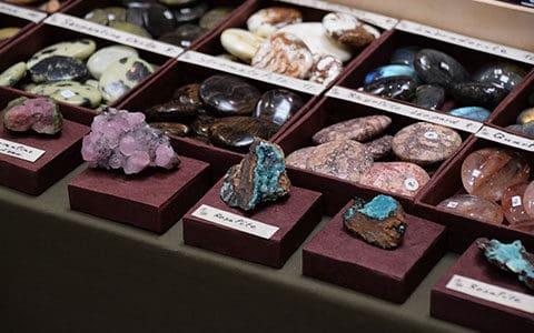 Pierre en galet et minéraux bannière
