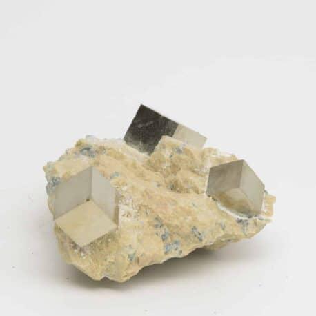 Pyrite-sur-matrice-N°5581.1-116gr-8×5,5x3cm-5