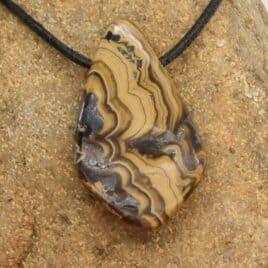 Sphalérite en pendentif – 22gr – 3,9×2,4x1cm – N°7908.1