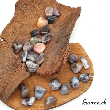 Acheter des pierres polis roulées en tonneaux dans la boutique Kûrma. Votre spécialise dans l'importation de minéraux de collections et de pierres de soins pour la lithothérapie. Un large choix vous attend dans notre boutique de Fontainemelon, entre Neuchâtel et la Chaux-de-fonds