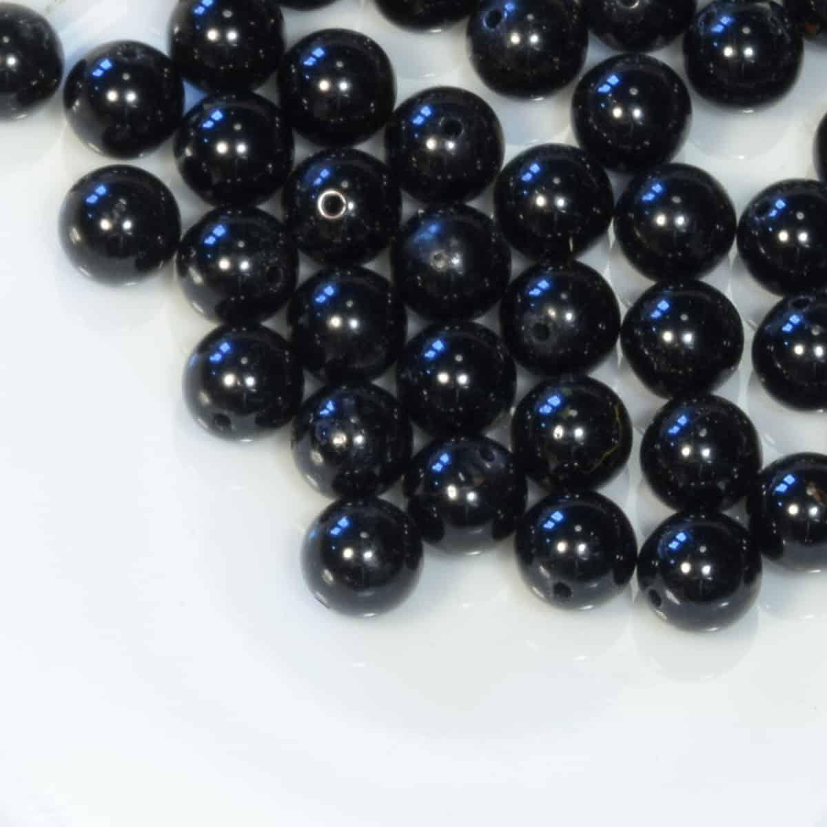 Perles percées de tourmaline noire