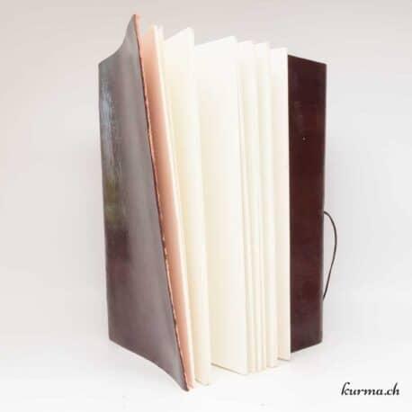 livre en cuir avec du papier fais main