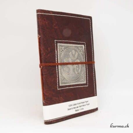 livre en cuir véritable avec le symbole ôm gravé sur une plaque en métal