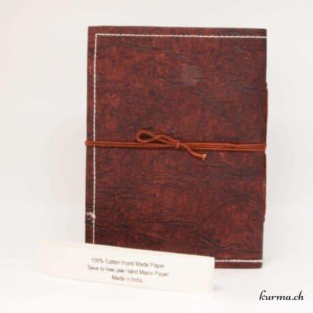 livre fait entièrement à la main avec du papier naturel