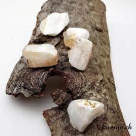 Agate blanche – Pierre brute de poche – 4 à 4.5cm – N°7377