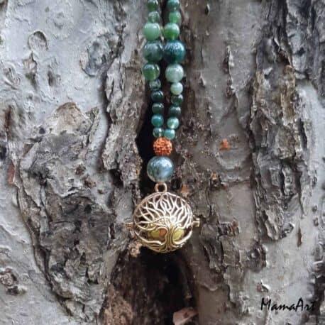 Collier de grossesse avec bola doré arbre de vie, créer à la pleine lune du 1er octobre 2020 entre terre et eau avec perles en pierres d'agate mousse et graines de rudra