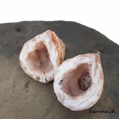 La boutique de lithothérapie Kûrma vous propose un large choix de minéraux brute pour la lithothérapie ou votre collection. En vente en ligne pour les particuliers et les entreprises. Notre boutique se situe à Fontainemelon en Suisse