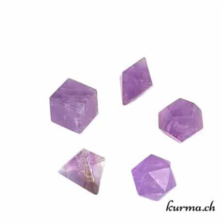 Coffret comprenant les 5 solides de Platon en pierre disponile dans la boutique Kûrma. Une représentation physique des 5 éléments en utilisant la géométrie sacrée et un outil de guérison.