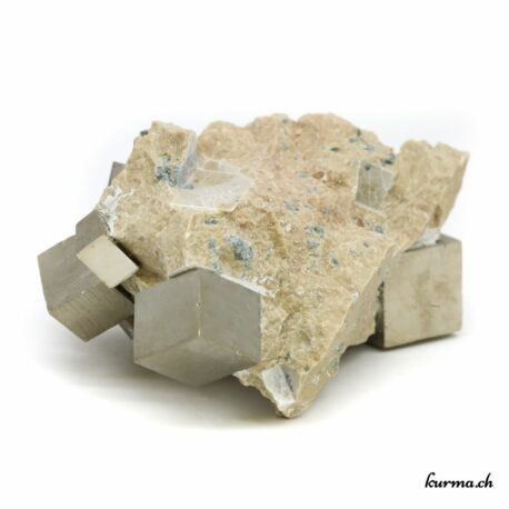 Achetez votre pièce unique en Cristal de roche, Améthyste ou Quartz rose dans la boutique en ligne Kûrma. Spécialisée dans des pierres de qualité directement importées depuis les artisans lapidaires. Sélectionnées avec soins ces pierres vous apporteront sérénité et tranquillité.